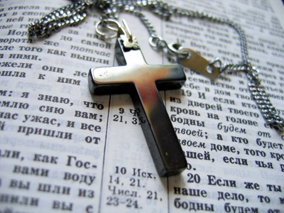 cross on the bible by DMINATOR, Photography->Still life gallery