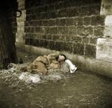 Een clochard slaapt onder een brug in Parijs by rvdb, photography->manipulation gallery